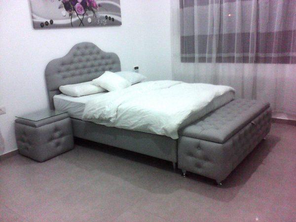 חדר שינה דגם רויאלטי הכולל מיטה זוגית מרופדת מפוארת שתי שידות הדום ומזרון CAMP DAVID